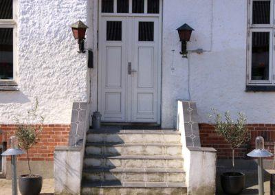 Hoveddøren ind til hallen i stuehuset